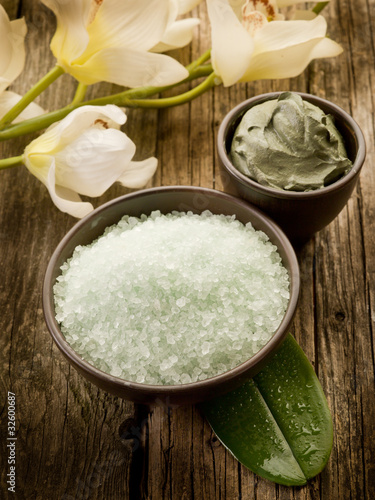 bath minerals mud and oil massage