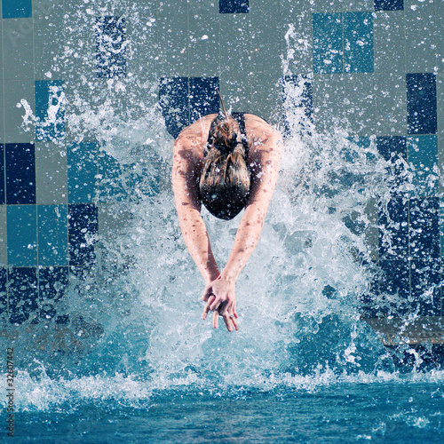 Foto op Canvas Duiken Swimmer jumping in swimming pool