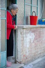 nonna alla porta