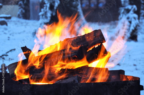 Leinwandbild Motiv Winterfeuer