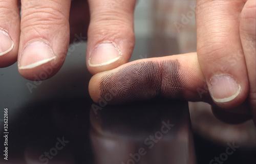 Kriminalität Symbolfoto Fingerabdruck