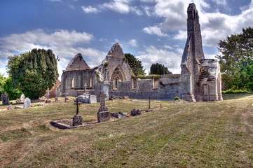 Ruines de l'église Sainte-Basile à Juaye-Mondaye