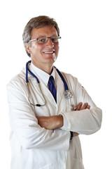 Porträt eines selbstbewußten Oberarztes mit verschränkten Armen