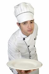 Retrato Chef de cocina con placa plato en la mano