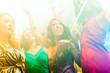 Leute bei Party in Disco Club