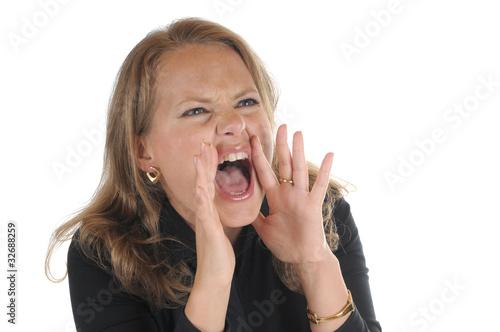 Junge Frau brüllt ruft schreit
