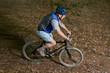 Senior auf dem Mountain Bike