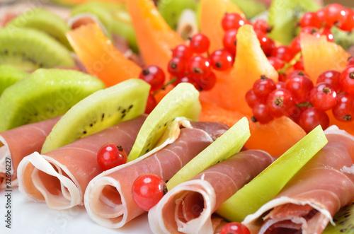 Schinken mit Honigmelone und Kiwi