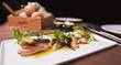 Table dressée, entrée de poisson en salade - 32731019
