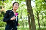 Fototapety beautiful asian woman jogging in the park