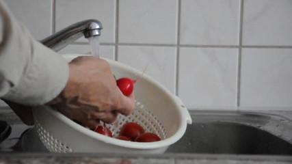 Gemüse waschen