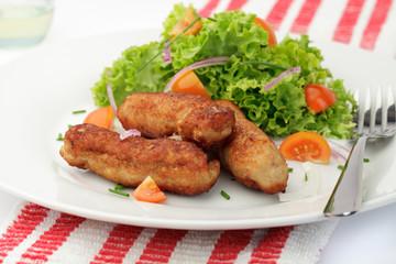 Cevapcici mit Salatgarnitur