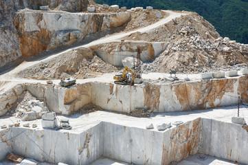 carrara white marble quarry