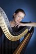Frau mit Harfe