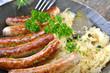 Rostbratwürstl auf Sauerkraut