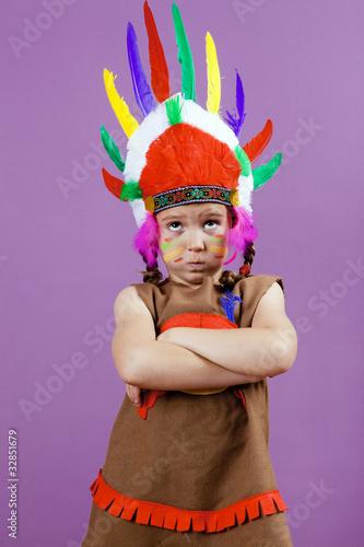 Niña vestida de india americana