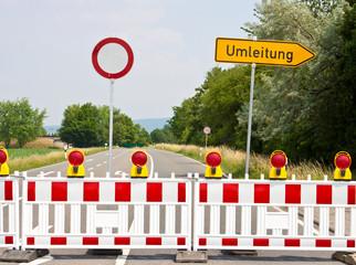 gesperrte Straße mit Umleitung © Matthias Buehner