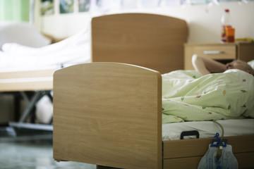 Bett im Altenheim