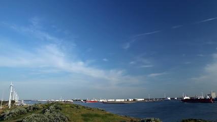Windkraft und Hafen 02