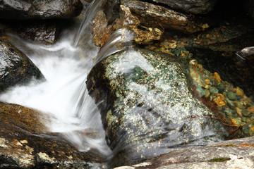pozza con movimento d'acqua