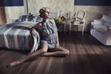 Fototapeta fotel - atrakcyjny - Kobieta