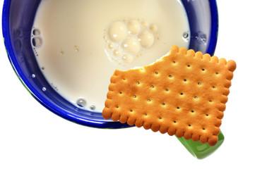 Biscotto e tazza di latte