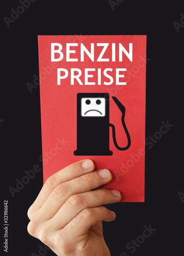 Rote Karte für Benzin Kanppheit