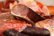 Auslage in einer Metzgerei oder Fleischerei