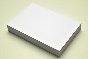 risma di fogli bianchi - dritta
