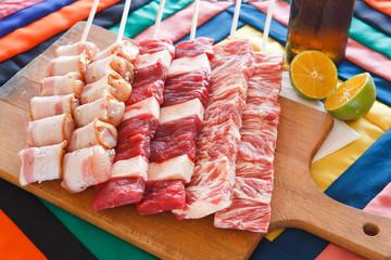 Espetinhos de carne para churrasco