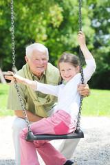 Opa mit Enkelin