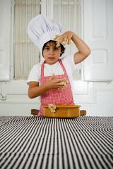 Niño vestido de cocinero