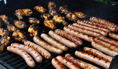 barbecue poulet saucisses été