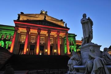 Konzerthaus mit Schillerdenkmal am Gendarmenmarkt (Berlin)