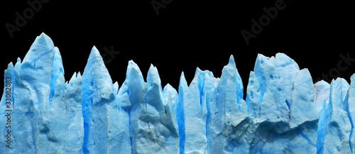 Eisberge auf schwarzem Hintergrund