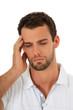 Attraktiver Mann leidet an Kopfschmerzen