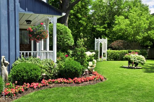 Papiers peints Jardin Front yard of a house