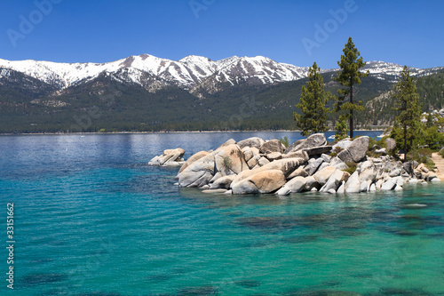 Canvas Grote meren Lake Tahoe with view on Sierra Nevada mountains