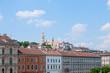 Budapest Matthiaskirche mit Häuserfront
