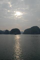 Kalkfelsen der Halong-Bucht 17