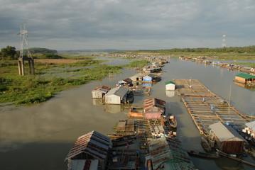 Schwimmendes Dorf auf dem Mekong 3