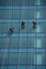 Fensterputzer an Glasfassade 3