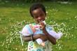 Fillette et sa poupée
