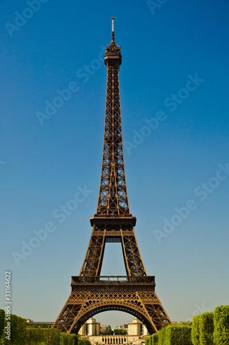 Leinwanddruck Bild Eiffel Tower in portrait orientation with blue sky