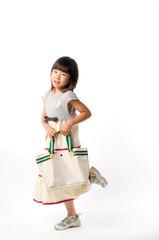 鞄を持つ女の子