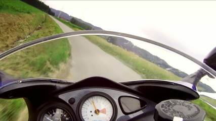 sulla moto ad alta velocità
