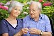 Seniorenpaar  trinkt  Wasser