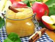 Apfelkompott im Glas mit Zimt