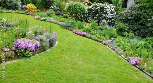 Idyllischer Garten - 33220244