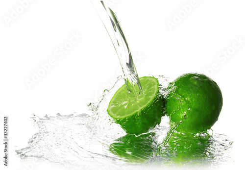 Water splash on lime - 33227402